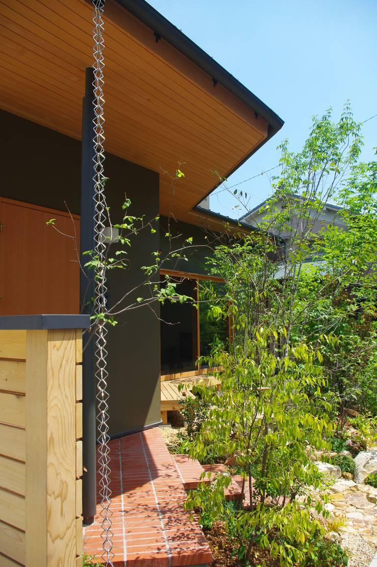 角地のオアシス(奈良市): Atelier GREENZ(アトリエグリーンズ)が手掛けた庭です。,