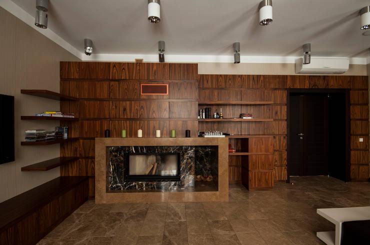 Камин в гостиной: Гостиная в . Автор – ORT-interiors, Минимализм