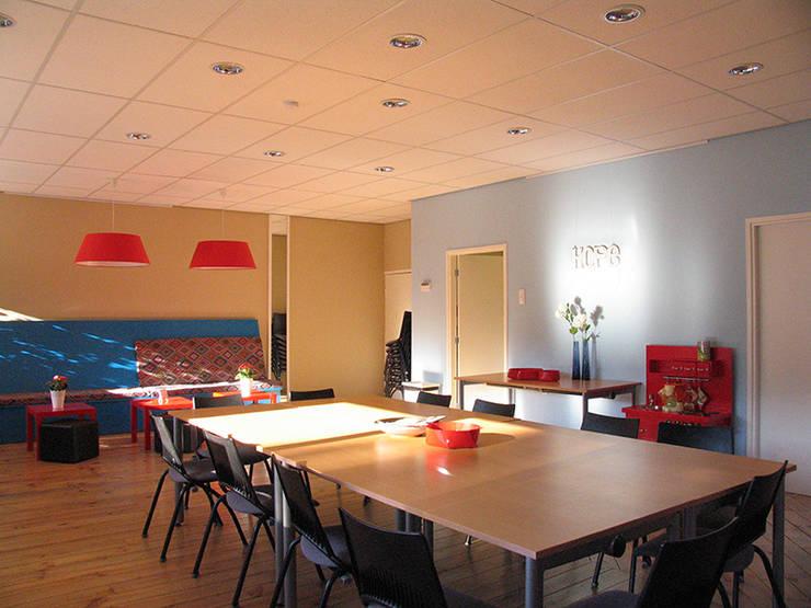 Hoop : highlight met natuurlijke daglicht:  Kantoorgebouwen door Levenssfeer, Modern Kunststof