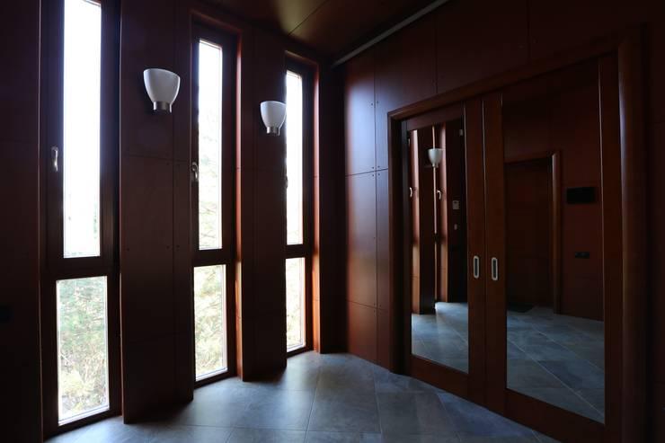 Прихожая: Коридор и прихожая в . Автор – ORT-interiors