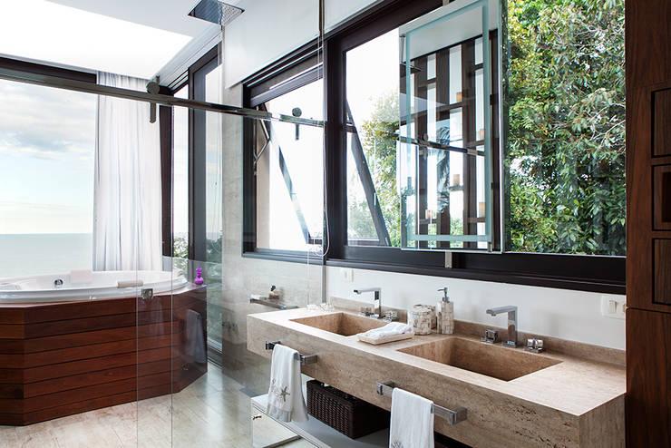 Dormitório : Banheiros modernos por Infinity Spaces