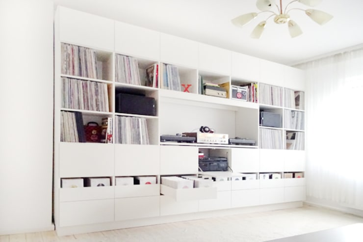 Sala multimediale in stile  di Selma Serman