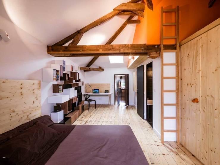 Dormitorios infantiles de estilo moderno por Lautrefabrique