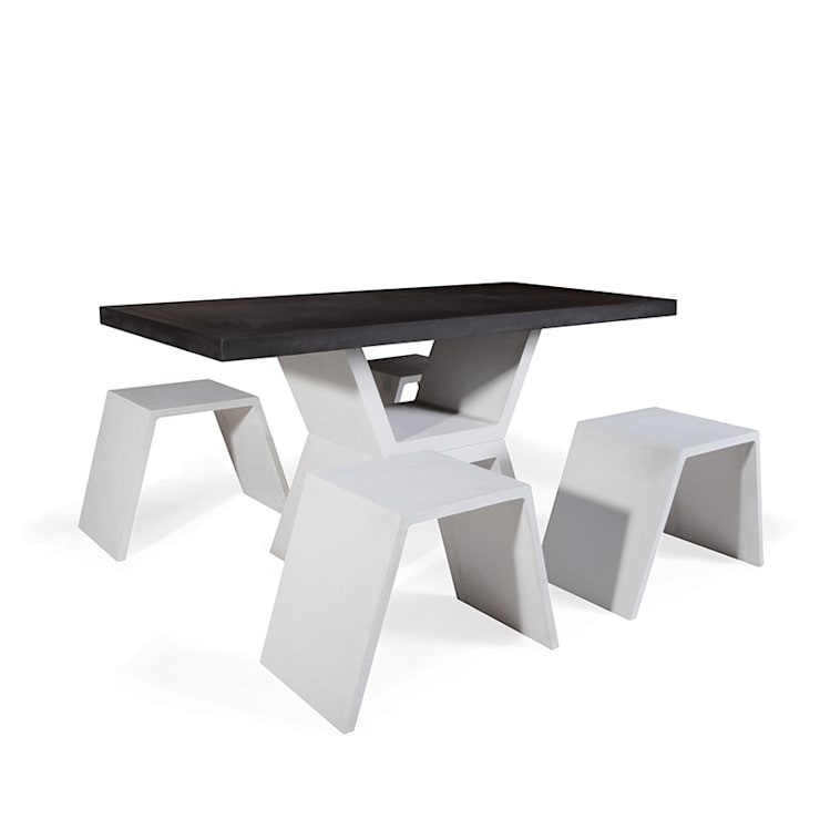 Mobilier design en béton composé d\'une table et de ses bancs ...