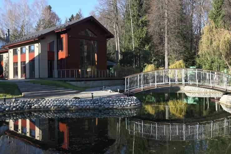 Фасад здания бассейна: Дома в . Автор – ORT-interiors