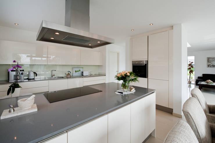 Cocinas de estilo moderno de Architektur Jansen Moderno
