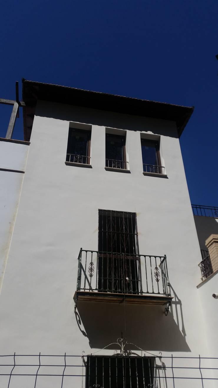 Reforma Vivienda en la Calle Ifni:  de estilo  de GRUPO ASISDE S.L.U., Rústico