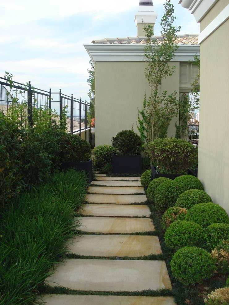 Requinte: Jardins  por Loro Arquitetura e Paisagismo