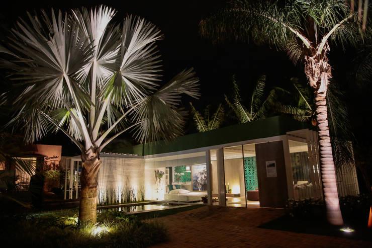 PSICINA E ENTRA PRINCIPAL: Casas modernas por DUPLA ARQUITETURA ESTRATÉGICA