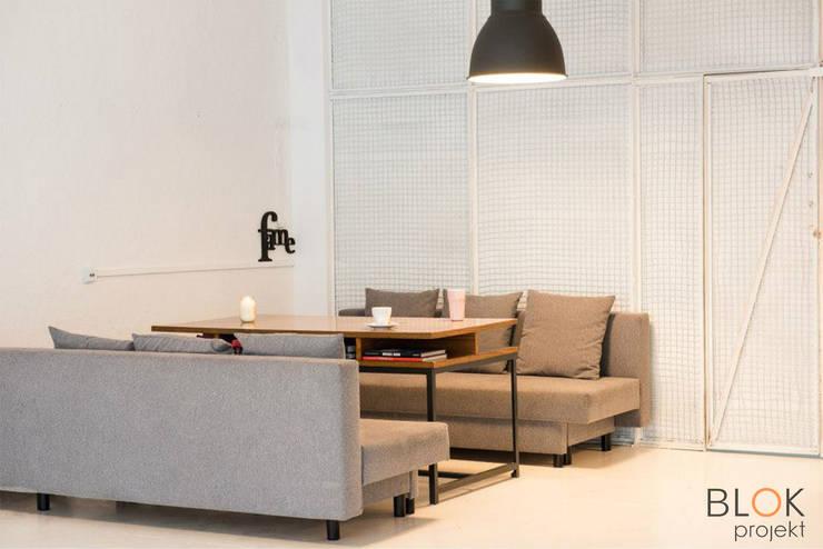 Jasna Sprawa Studio: styl , w kategorii Salon zaprojektowany przez Blok projekt,Skandynawski