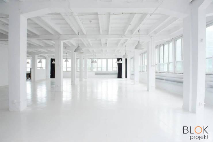 Jasna Sprawa Studio: styl , w kategorii Przestrzenie biurowe i magazynowe zaprojektowany przez Blok projekt,Skandynawski