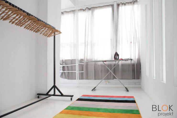 Jasna Sprawa Studio: styl , w kategorii Garderoba zaprojektowany przez Blok projekt,Skandynawski