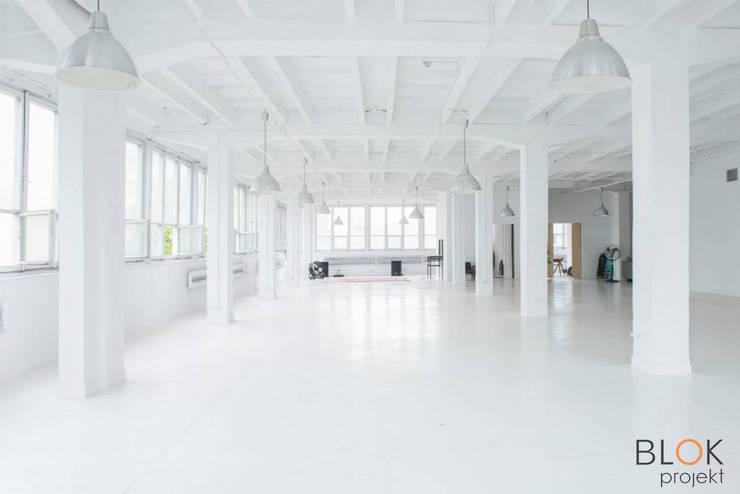 Jasna Sprawa Studio: styl , w kategorii Domowe biuro i gabinet zaprojektowany przez Blok projekt,Minimalistyczny