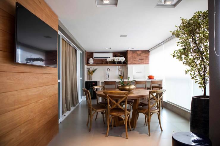 Varanda - J|K: Terraços  por Carolina Fagundes - Arquitetura e Interiores