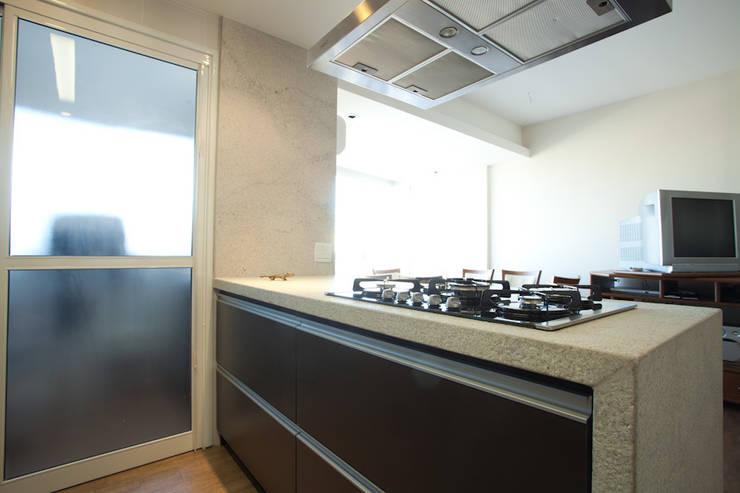 MGP | Cozinha: Cozinhas  por Kali Arquitetura,Moderno