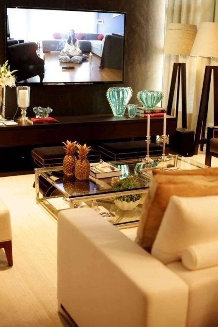 Living - C H: Salas de estar  por Carolina Fagundes - Arquitetura e Interiores