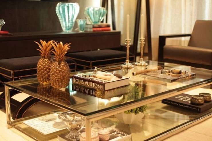 Living - C|H: Salas de estar clássicas por Carolina Fagundes - Arquitetura e Interiores