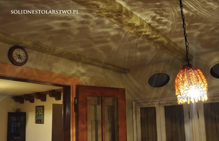 Zdobienia sufitów: styl , w kategorii Sypialnia zaprojektowany przez Zakład Stolarski Robert Latawiec
