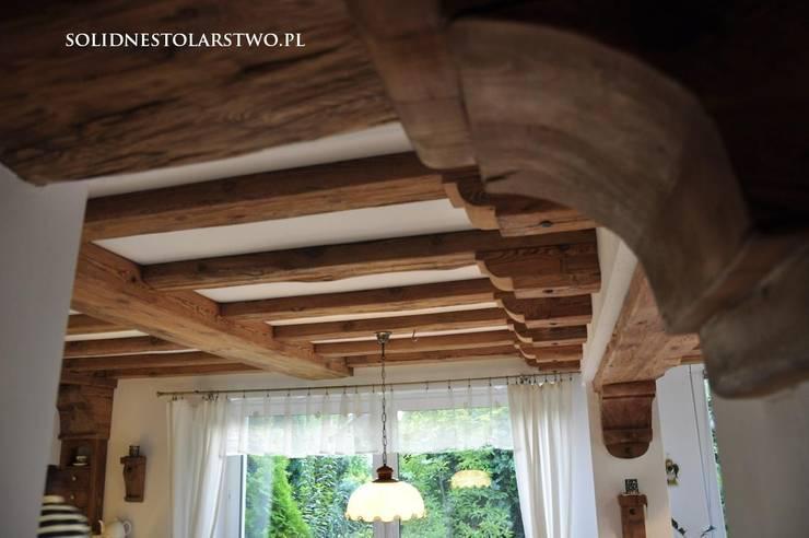 Zdobienia sufitów: styl , w kategorii Salon zaprojektowany przez Zakład Stolarski Robert Latawiec