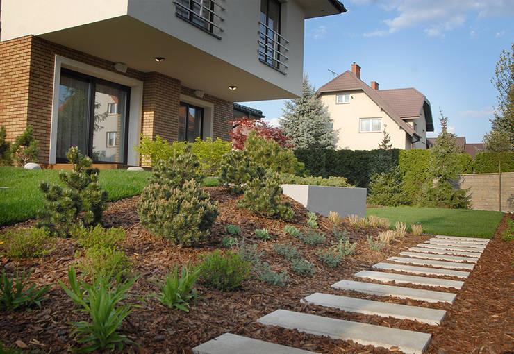 wyniesiony taras : styl , w kategorii  zaprojektowany przez Autorska Pracownia Architektury Krajobrazu Jardin ,