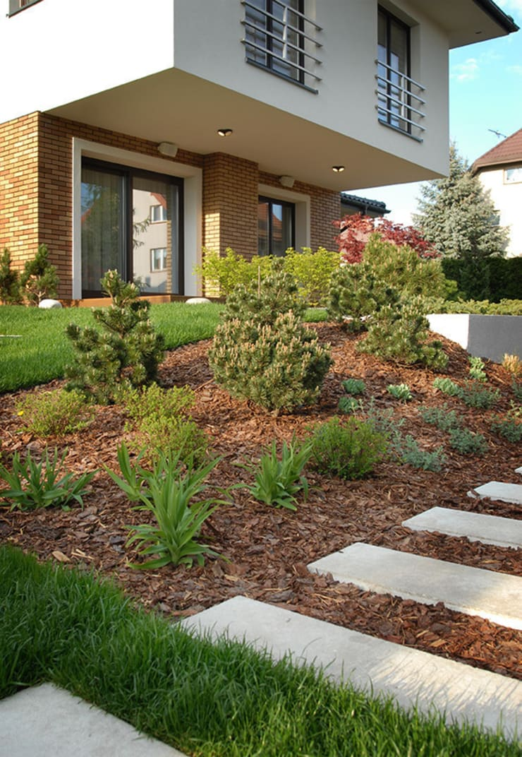 z tarasu prosto na trawnik: styl , w kategorii  zaprojektowany przez Autorska Pracownia Architektury Krajobrazu Jardin ,