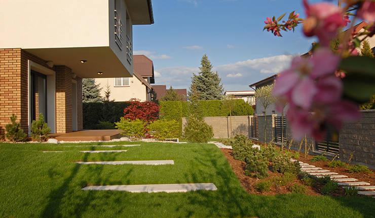 schody w trawie: styl , w kategorii  zaprojektowany przez Autorska Pracownia Architektury Krajobrazu Jardin ,