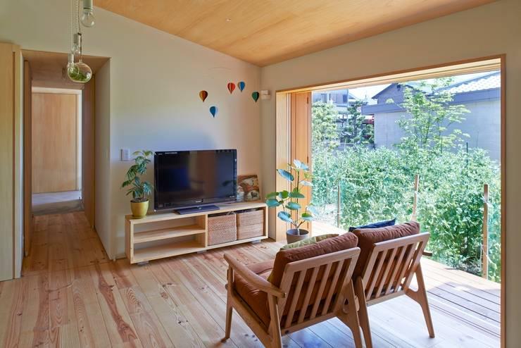 Ruang Keluarga by ムラカミマサヒコ一級建築士事務所