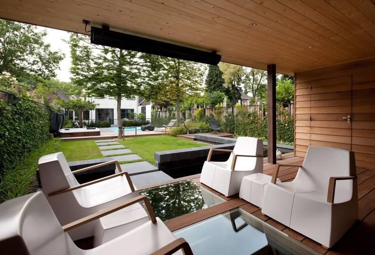 Tuin met zichtlijn:  Tuin door Stoop Tuinen, Modern