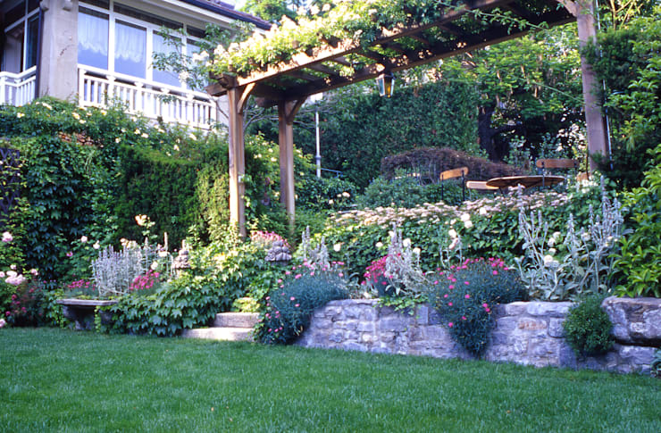 10 idee per il giardino davanti l 39 ingresso di casa for Progetto aiuole per giardino