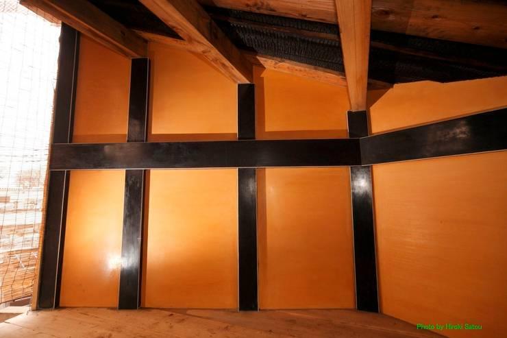 Tree house: 建築設計事務所 山田屋が手掛けた壁です。