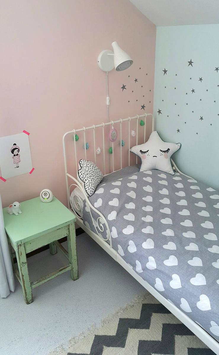 Gestylde meisjeskamer pastel door kinderkamervintage:  Kinderkamer door Kinderkamervintage, Rustiek & Brocante
