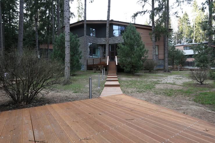 Вид  от пруда: Дома в . Автор – ORT-interiors, Минимализм
