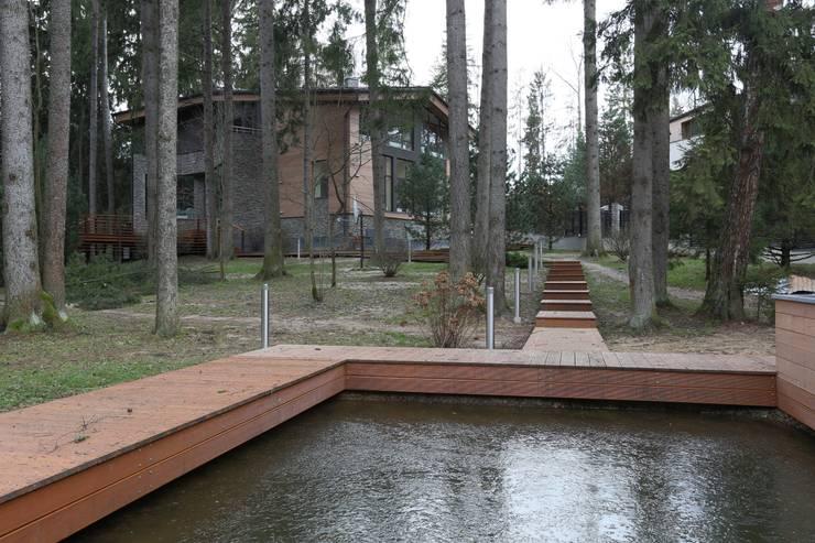 Вид на дом от пруда: Дома в . Автор – ORT-interiors, Минимализм