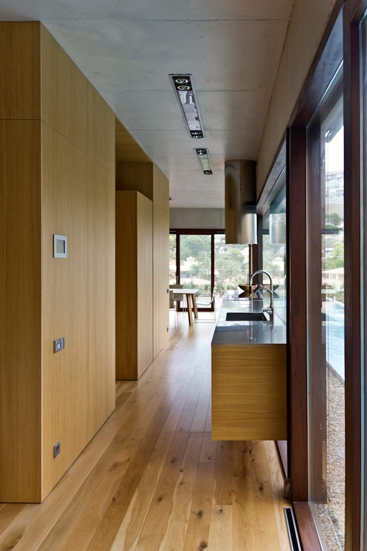 Vivienda <q>Mirando al mar soñé</q>: Cocinas de estilo  de Ascoz Arquitectura, Minimalista