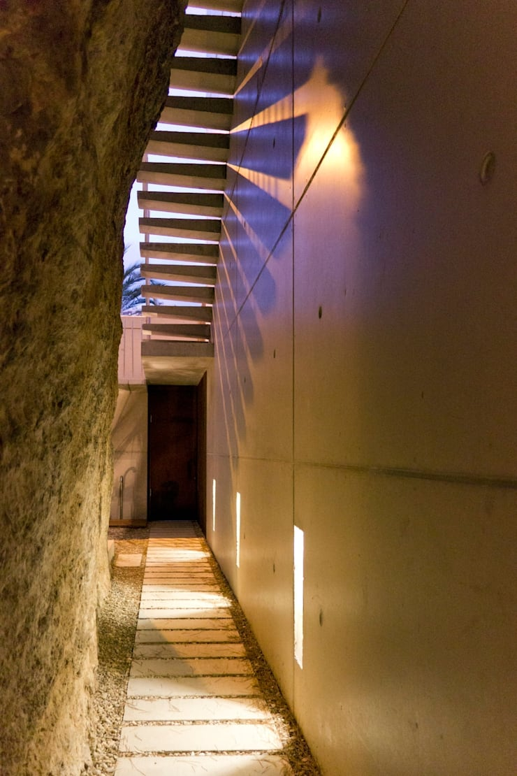 Vivienda <q>Mirando al mar soñé</q>: Pasillos y vestíbulos de estilo  de Ascoz Arquitectura, Minimalista