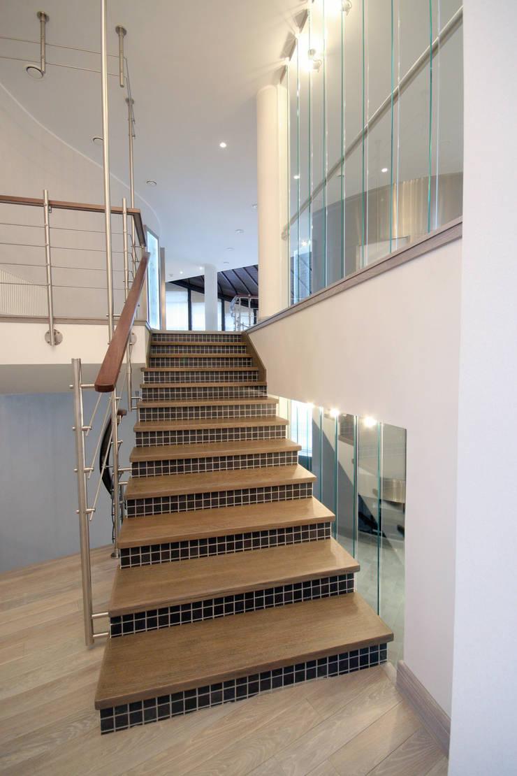 Лестница: Коридор и прихожая в . Автор – ORT-interiors