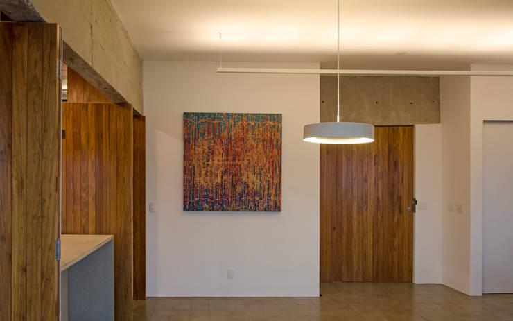 Apartamento em Perdizes: Janelas   por Vereda Arquitetos