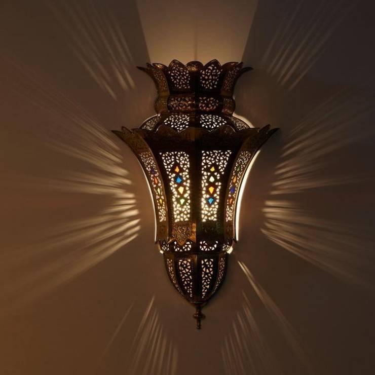 Mosiężna lampa ścienna IBTISSAM: styl , w kategorii Miejsca na imprezy zaprojektowany przez DomRustykalny.pl,