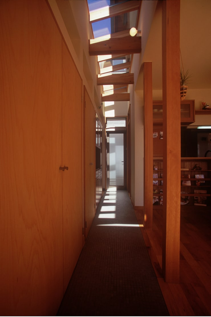 北外山の家: 風建築工房が手掛けた廊下 & 玄関です。,