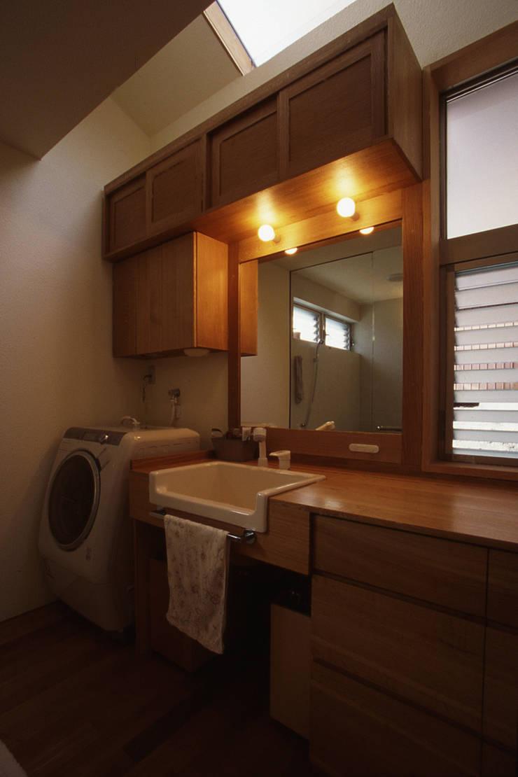 Bathroom by 風建築工房
