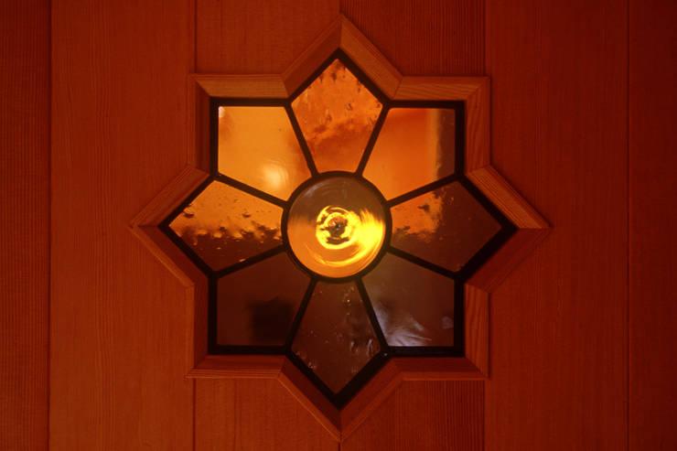 御嵩の家: 風建築工房が手掛けた玄関&廊下&階段です。
