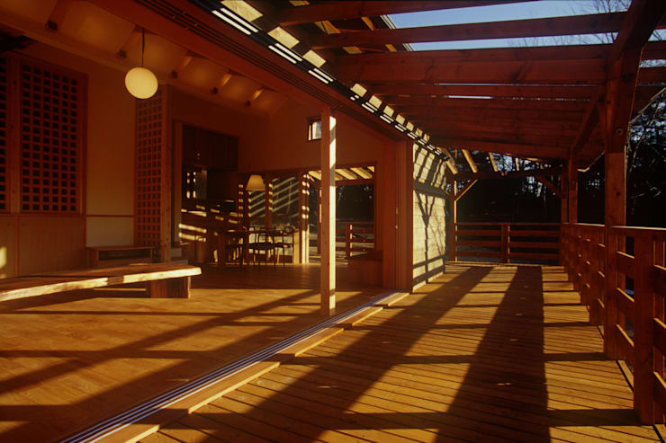 御嵩の家: 風建築工房が手掛けたベランダです。