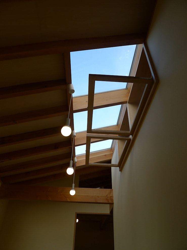 Scandinavian style corridor, hallway& stairs by 風建築工房 Scandinavian