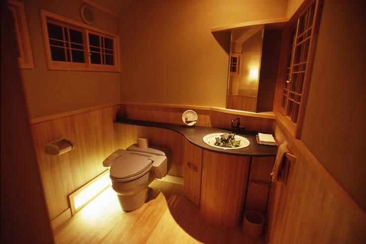 鳥居松の家: 風建築工房が手掛けた浴室です。