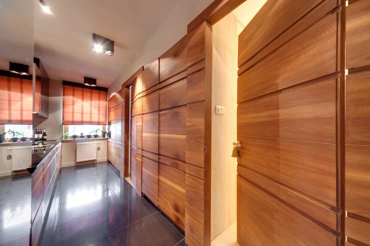 Mieszkanie singla: styl , w kategorii Kuchnia zaprojektowany przez Architektura Wnętrz Daria Zaremba,Nowoczesny