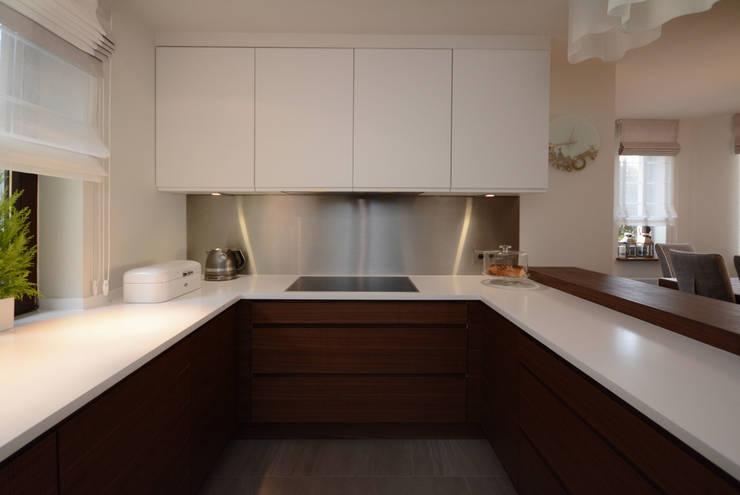 Dom jednorodzinny pod Szczecinem: styl , w kategorii Kuchnia zaprojektowany przez Architektura Wnętrz Daria Zaremba,Nowoczesny