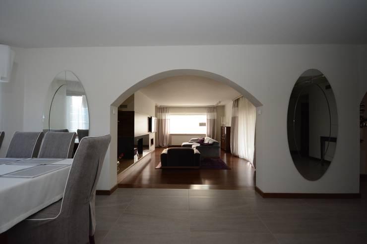 Dom jednorodzinny pod Szczecinem: styl , w kategorii Salon zaprojektowany przez Architektura Wnętrz Daria Zaremba,Nowoczesny