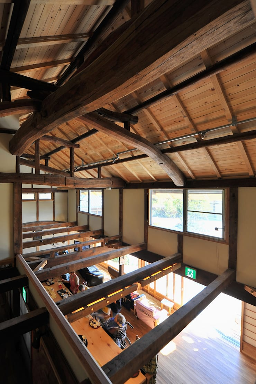 グループホーム・嬉楽家: 風建築工房が手掛けたリビングです。