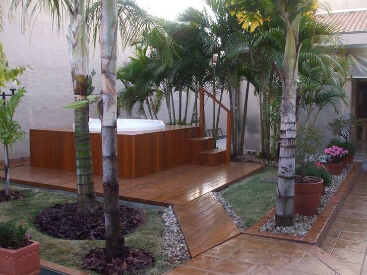 Garden by valeria maia decoracoes e paisagismo