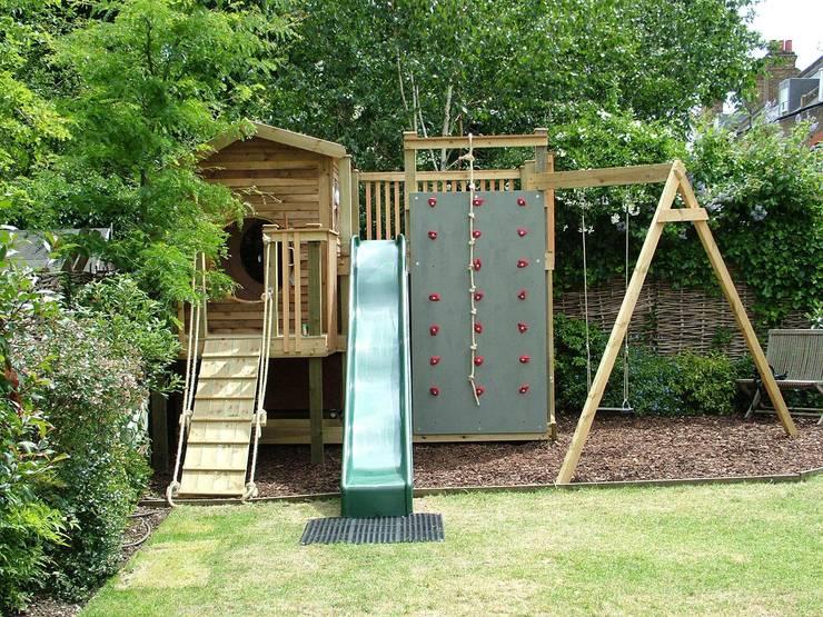 Tree house:  Garden by TreeSaurus
